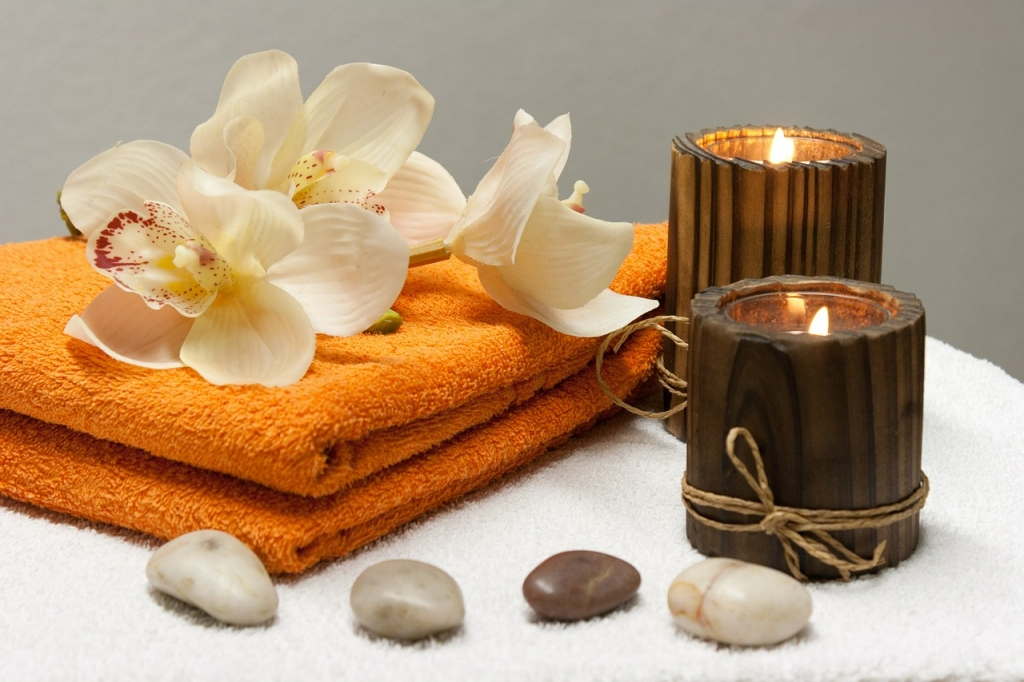 For a successful sensual massage, candles and massage oils must be prepared.